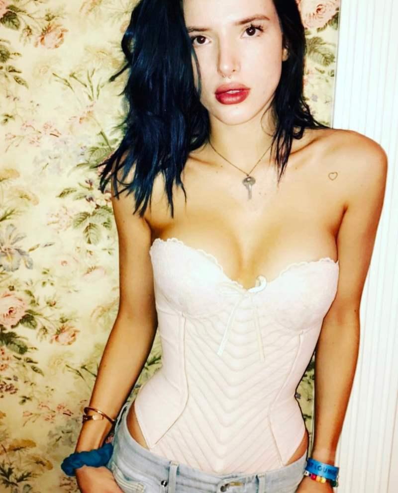 Bella Thorne Hot Photo 12