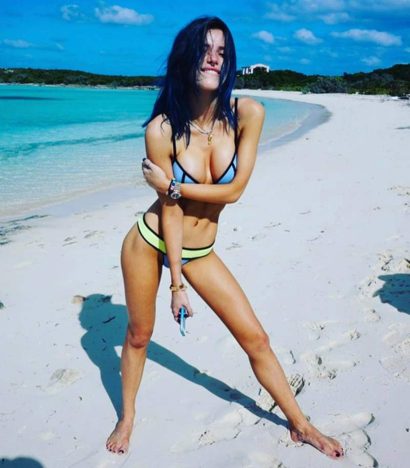 Bella Thorne Hot Photo 24